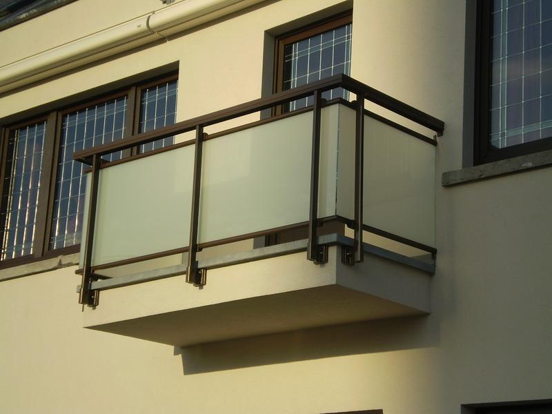 Contact Metaalconstructie Hansoul voor terrassen, leuningen, trappen en hekken in staal of inox